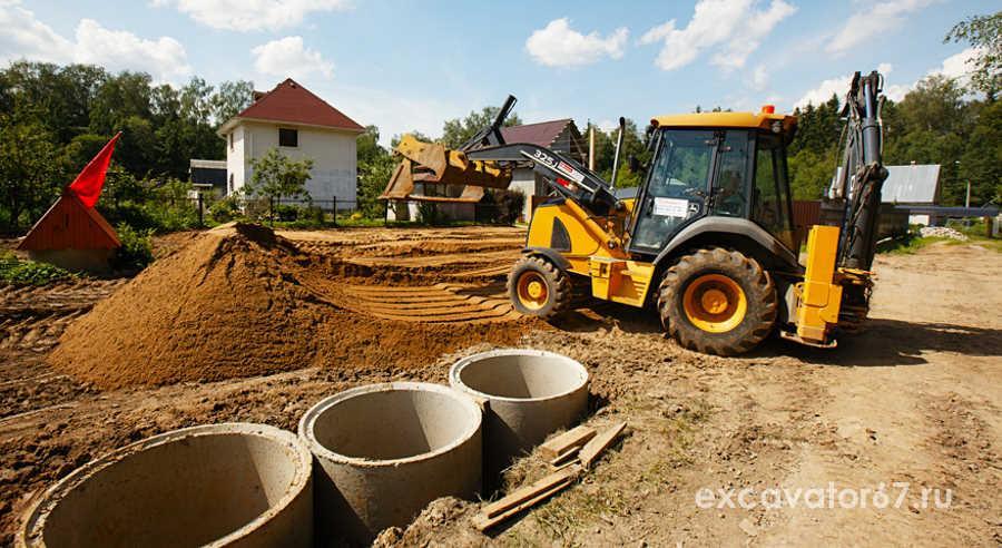 эксикатор копает фундамент